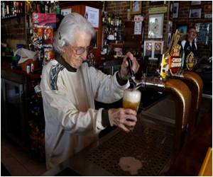 Sydney's Oldest Barmaid, Aged 91, Still Pulls Beers
