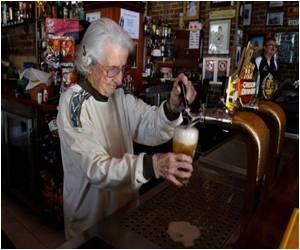 Sydney's Oldest Barmaid, Aged 91, Still Pulls Beers