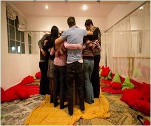 Cuddle Workshops Spared Warmth Among Londoners