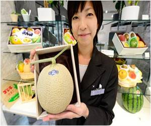 Perfectly-Formed Fruit can Fetch a Fortune in Japan