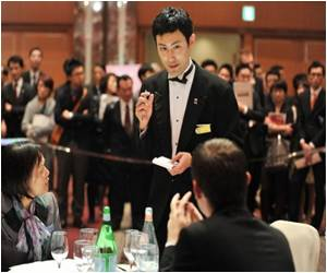 In Japan World Cup for Waiters Held
