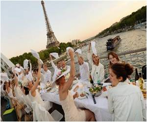 'Dinner in White' Cancer Research Fund Raising Event Continues to Attract Parisians in Thousands