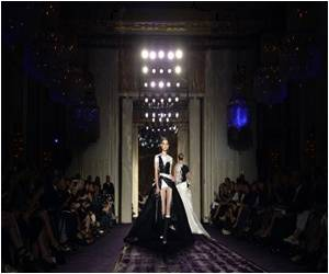 Jennifer Lopez Star Power Of Versace At Paris Fashion
