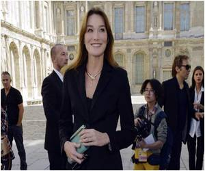 Paris Fashion: Carla Burni-Sarkozy Back in Spotlight