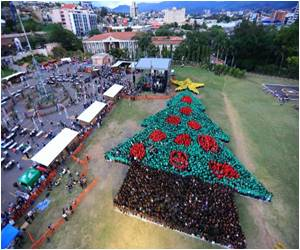 Hondurans Create Guinness World Record for the Largest Human Christmas Tree
