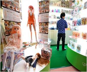 Sex Aids Showcased in Tokyo Fair