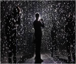 Rain Room Catches Fancy of Thousands of New Yorkers