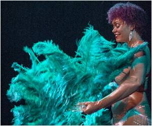 Dancers Strip Off Almost All as the US Burlesque Takes Off
