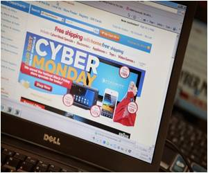 US Opens Holiday Sales  With 30% Cyber Monday Gain: Survey