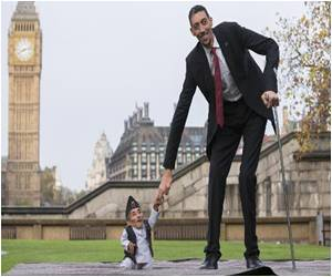 Records Day: World Tallest and Shortest Men Meet Face to Shin
