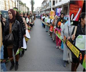 Moroccans Form Human Chain Against Abuse of Women