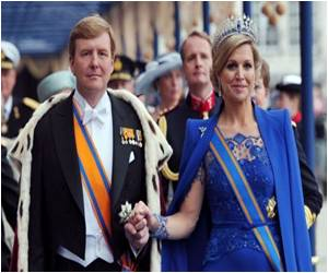 Thousands Arrive in Amsterdam to Mark the Coronation of Holland's First King in 120 Years