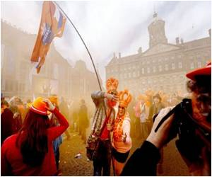 Thousands Arrive in Amsterdam to Mark the Coronation of Holland�s First King in 120 Years