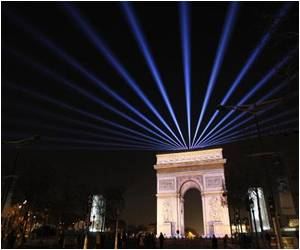 2015 Welcomed With Fireworks Displays, Concerts and Light Shows Across the World