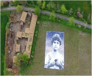 Pakistani Artists Hope to Create 'Empathy' Among US Drone Operators With Huge Posters of Children