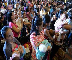 Philippines Attempts to Break Mass Breastfeeding Record