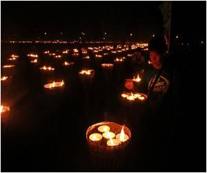 Thousands of Candles Form Philippine Map to Set a New World Record
