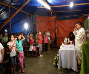 Philippine Typhoon Survivors Celebrate Christmas