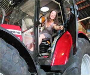 Dutch Adventurer Heads to the South Pole on Tractor