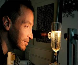 The Secrets of Bubbly Revealed By Champagne Physicist