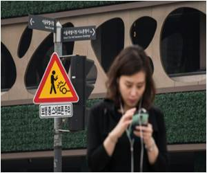 Seoul Launches Campaign to Keep Smartphone Users Safe