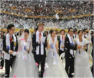 Thousands Marry in First 'post-Moon' Mass Wedding in South Korea