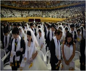 Thousands Marry in Mass Wedding In South Korea