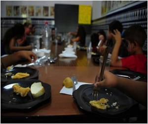 Spanish Pupils Attend Summer School for Lunch