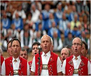 Sounds of 'Yodelayheehoo' Fills Davos at the Swiss Yodeling Festival
