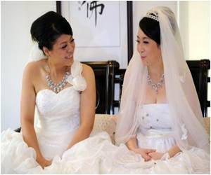 Two Women Get Married in Taiwan's First Same-sex Buddhist Wedding