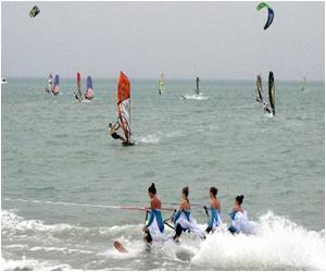 World's Top Windsurfers Make Waves in Turkmenistan