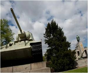 German Tabloid Launches Petition to Remove Russian Tanks from Berlin WWII Memorial