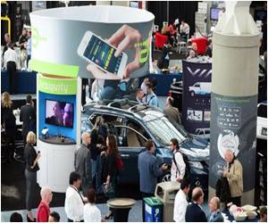 LA Auto Show Reviews Driver Distraction, Gadget Risks in 'Connected Car'
