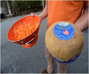 French Cheese Lovers in New York Take to the Streets Against US Ban on Mimolette