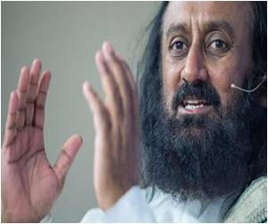 Sri Sri Ravi Shankar Still Sees Dialogue as the Best Way for Peace in Pakistan