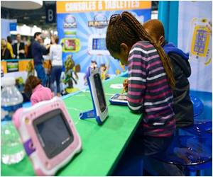 Study Says US Kids Read Little on E-readers, Tablets