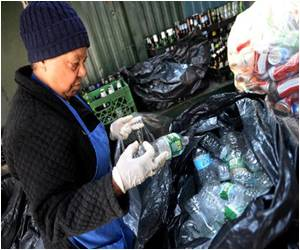 Homeless in New York Recycle to Make a Few Bucks