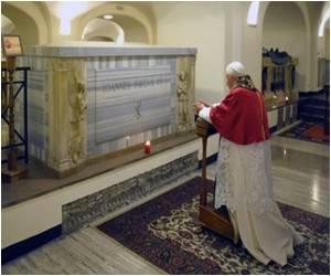 Saint-To-Be John Paul II Honoured by 'Miracle' Woman