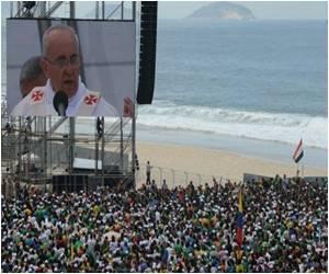 For Pope's Farewell Mass Pilgrims Flood Rio Beach