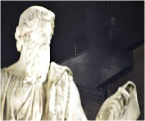 As Thousands Watch Conclave Suspense Increases in St Peter's
