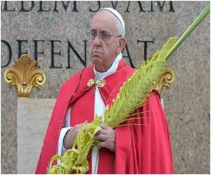 Pope Starts the Easter Week With Palm Sunday Mass