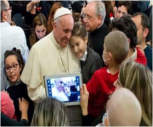 Internet 'Gift from God', Says Pope Francis