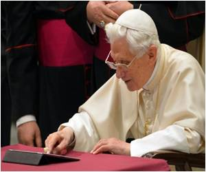 Vatican Uses Social Media for Double Pope Sainthood Ceremony