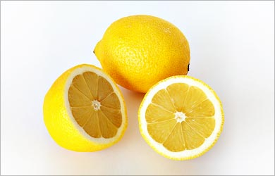 Natural Tip to clear Blackheads: Lemon