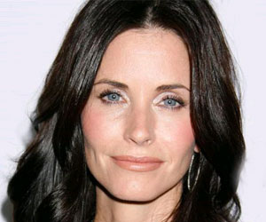 Courteney Cox Offers Tips to Fellow Dry Skin Sufferers