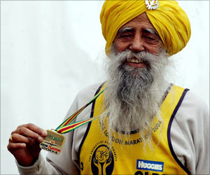 Nestle Celebrated Mumbai Marathon With The World's Oldest Marathon Runner