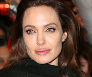 Removed Ovaries, Fallopian Tubes to Prevent Ovarian Cancer: Angelina Jolie Pitt