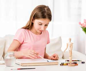 Art Therapy can Reduce Headaches in Teenage Girls