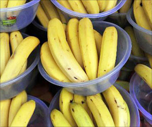 FDA Cracks the Whip; Seizes and Destroys 800 Artificially-Ripened Bananas in Goa
