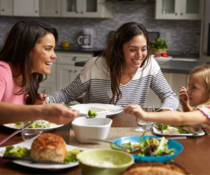Family Meal Time Minus TV Helps Beat Obesity